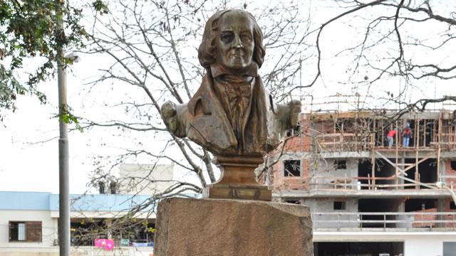 Vereadores pedem colocação de busto de José Bonifácio de Andrada e Silva em nosso município