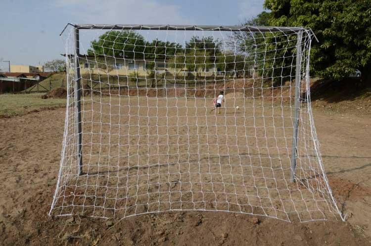 Vereadores indicam reforma em campo de areia no bairro Santa Maria