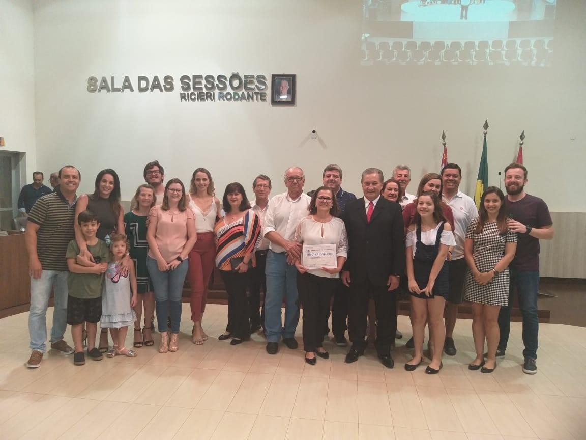 Câmara presta homenagem pelo Dia dos Professores à educadora Fátima Regina Mattos de Castro