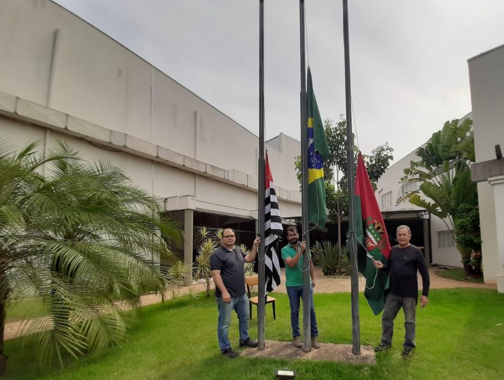 Substituição das Bandeiras no Poder Legislativo
