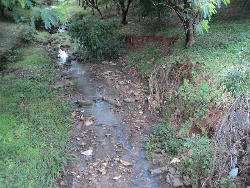 Vereadores pedem medidas urgentes para evitar desbarrancamento das margens do Rio Monte Alegre ao longo da Avenida Monsenhor