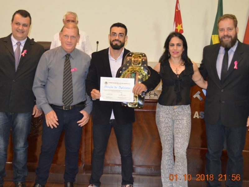 FABRÍCIO TRACAJÁ recebe Moção de Aplauso na Câmara de Vereadores