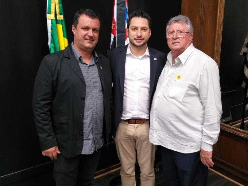 Vereador Rodrigo Miranda encontra-se com o secretário Marco Vinholi