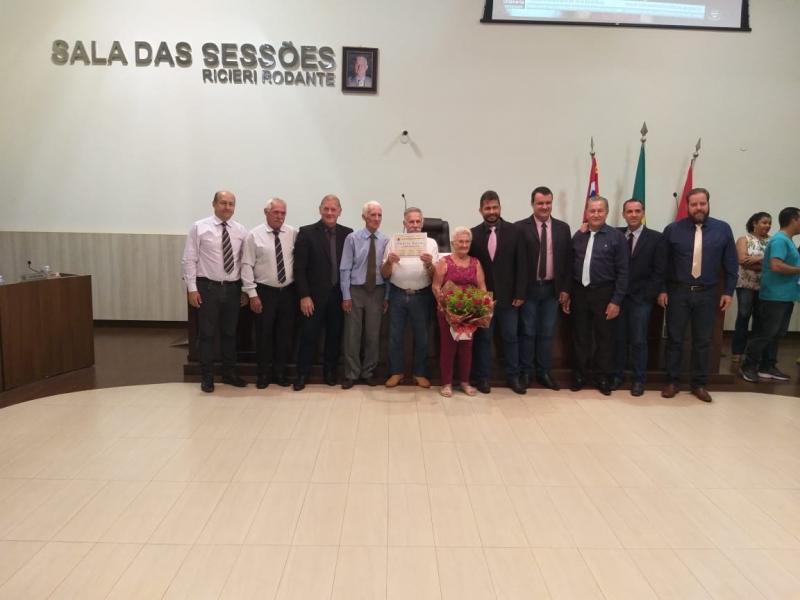 Vereadores entregam Moção de Aplauso à senhora Josefa Pardo Vicentim, pela comemoração do dia Internacional da Mulher